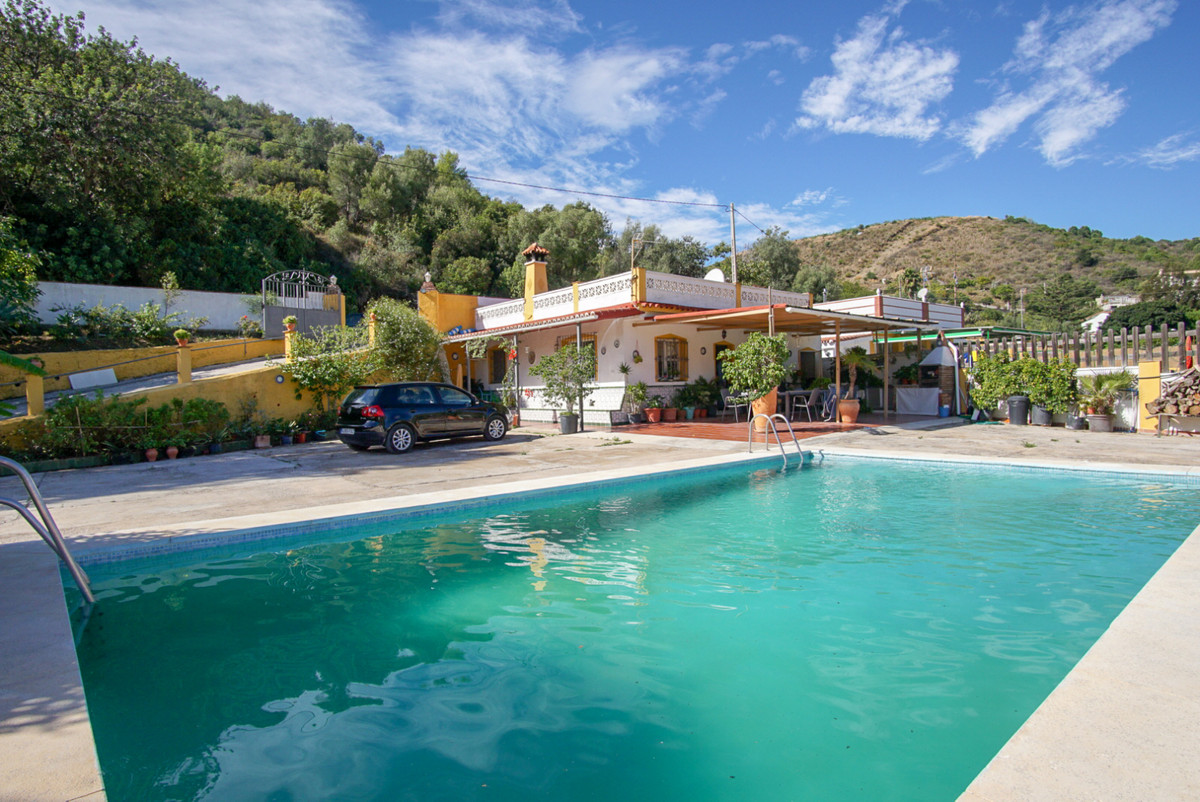 Villa  Finca en venta   en Altos de los Monteros