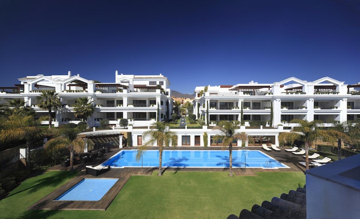 Ground Floor Apartment for sale in Estepona R3654725