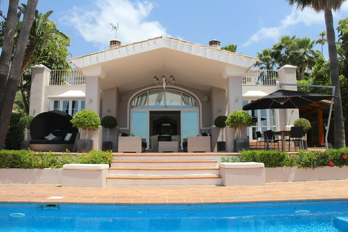 This modern villa in this situated in Sierra blanca on the Golden mile with 24 hour security. The pr,Spain