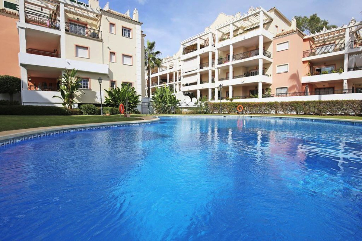 Completely renovated apartment located in the quiet gated community Urb. River Garden (Nueva Andaluc,Spain
