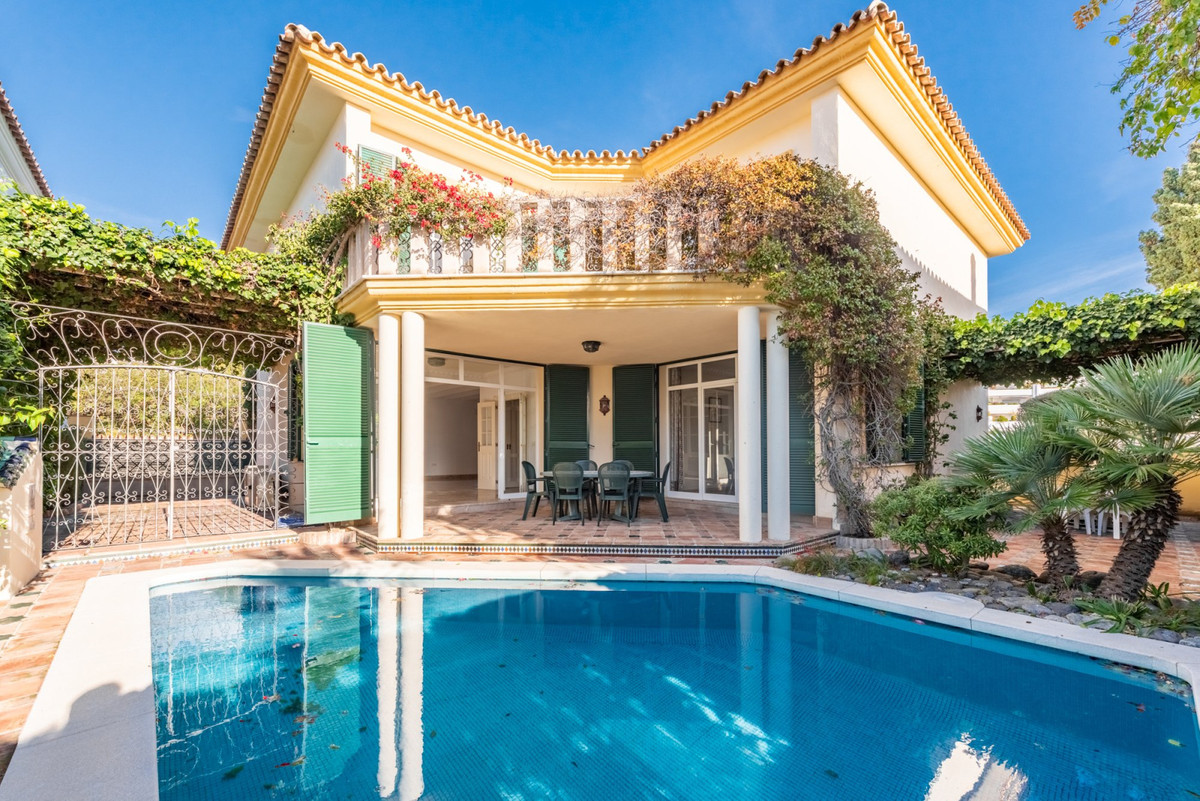 Detached Villa for sale in Guadalmina Baja R3668579