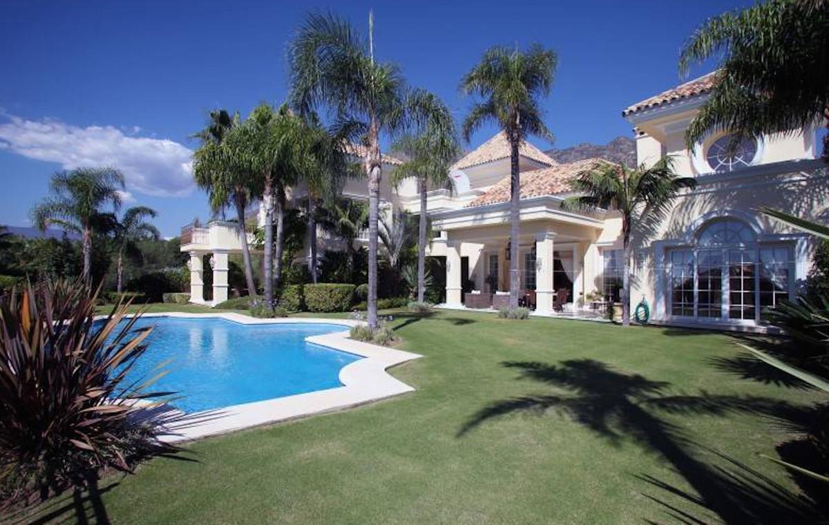 MODERN DESIGNER VILLA WITH SEA VIEWS IN SIERRA BLANCA Designer villa, located in the heart of Sierra,Spain