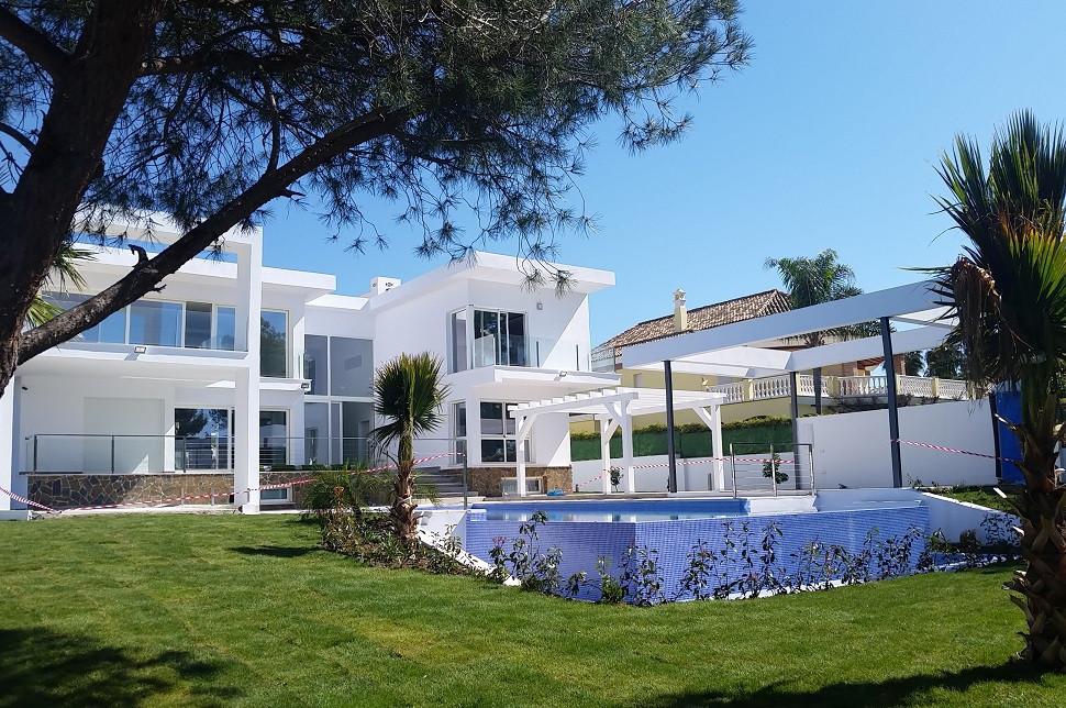 Detached Villa in Nueva Andalucía R2547713