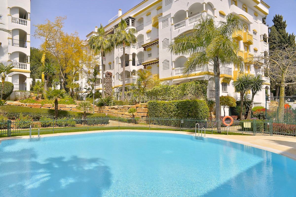 Spacious middle floor apartment  in a private residential complex Hacienda de Nagueles II on prestig,Spain