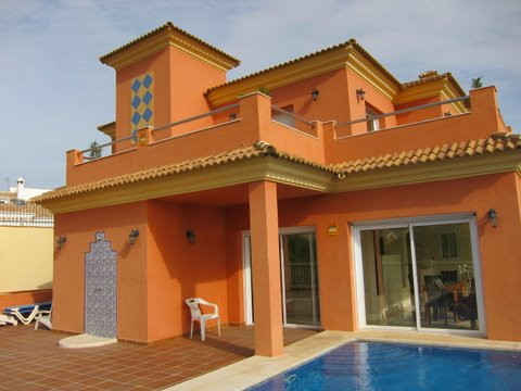 Detached house in Cortijo de Torrequebrada, Benalmadena Costa. With a plot of 410 m2 and a total are,Spain