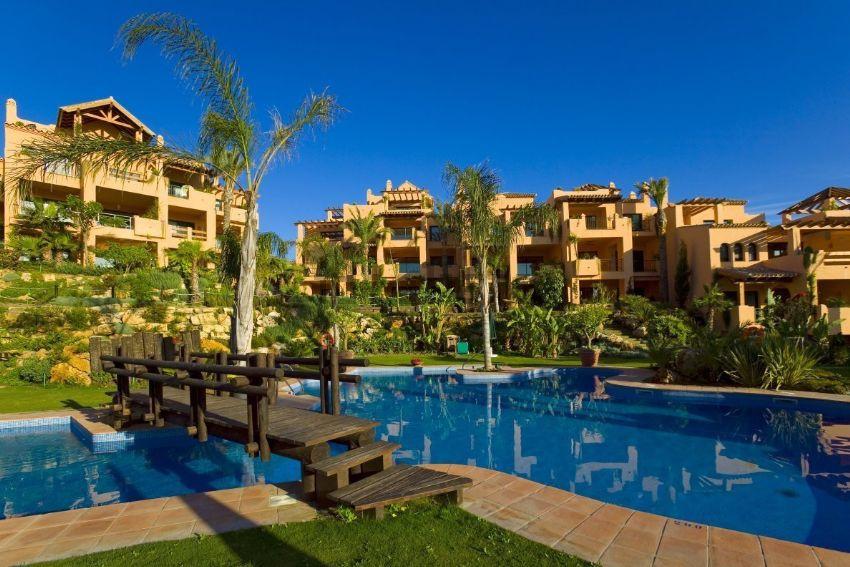 Cozy ground floor apartment, located in the exclusive complex El Campanario, 8 km from Puerto Banus ,Spain