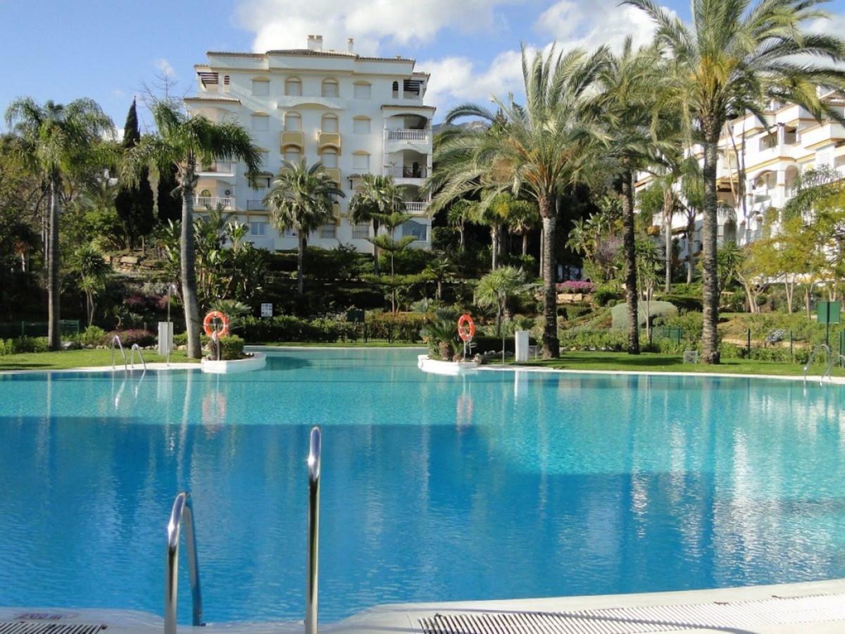 Spacious duplex penthouse in a private residential complex Hacienda de Nagueles II on prestigious Go,Spain