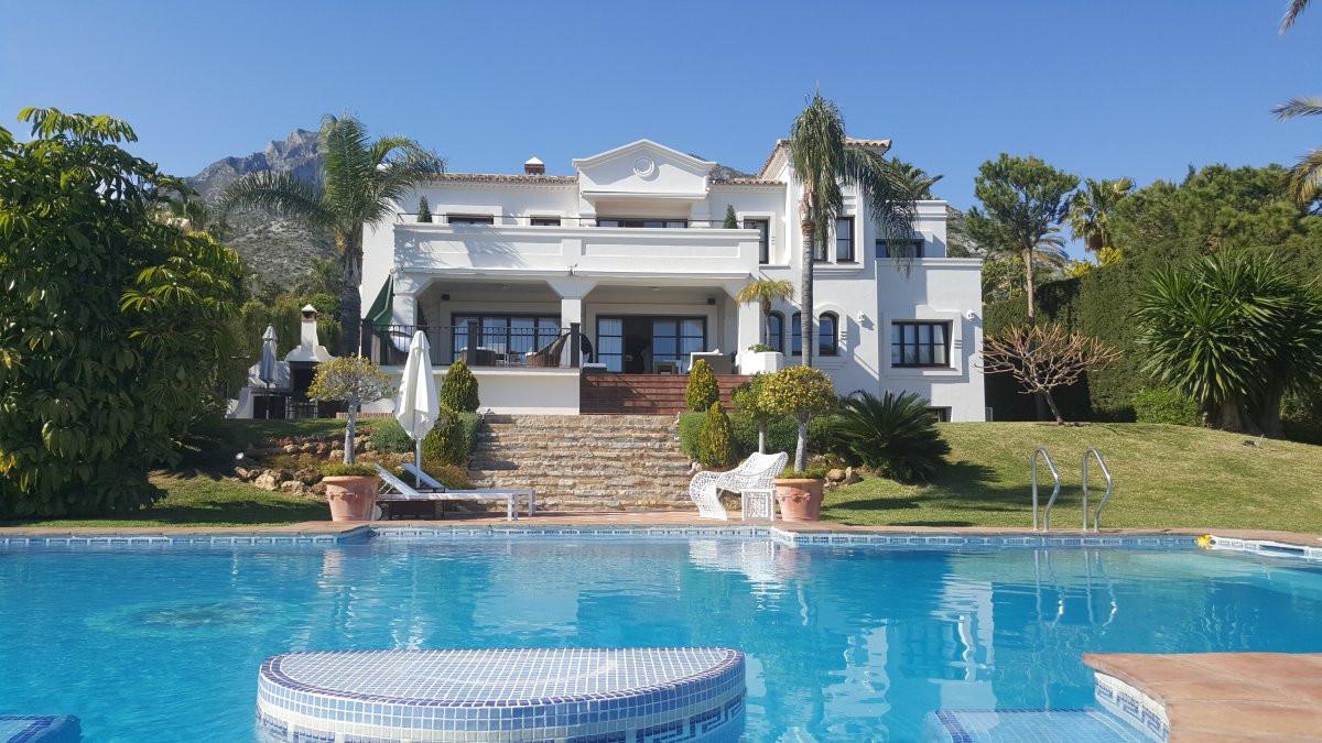 10 Bed Villa For Sale in Sierra Blanca