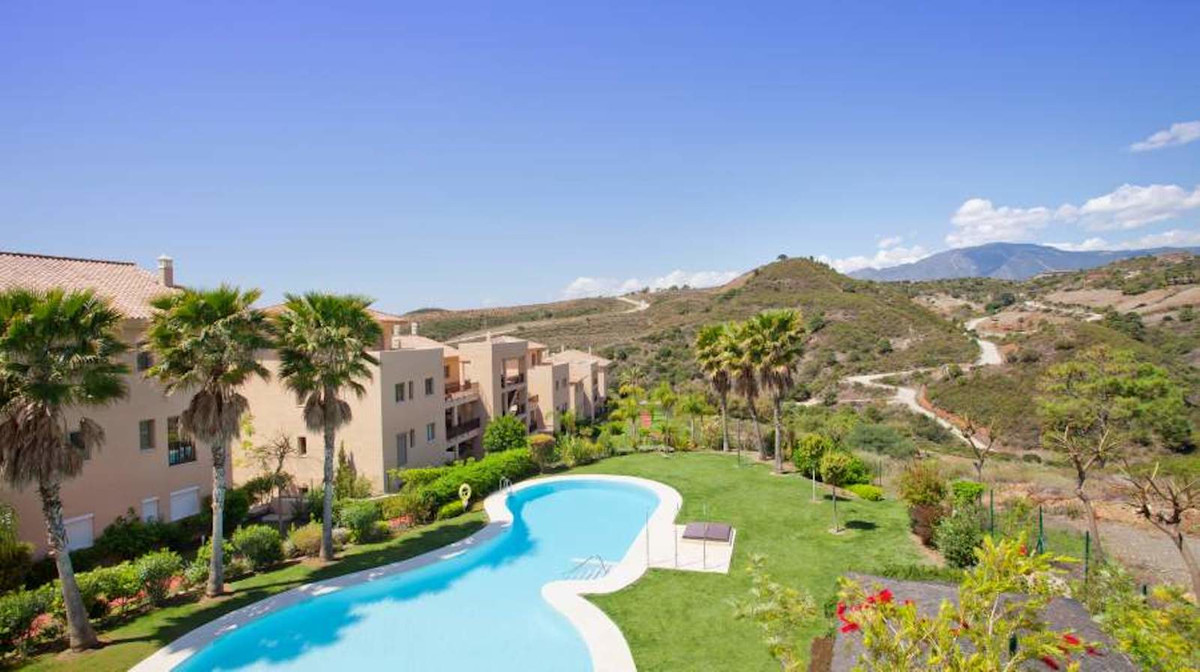 Apartment of 101 m2 in new constructed urbanization Resina Golf near the Golf Course of Estepona.  T,Spain