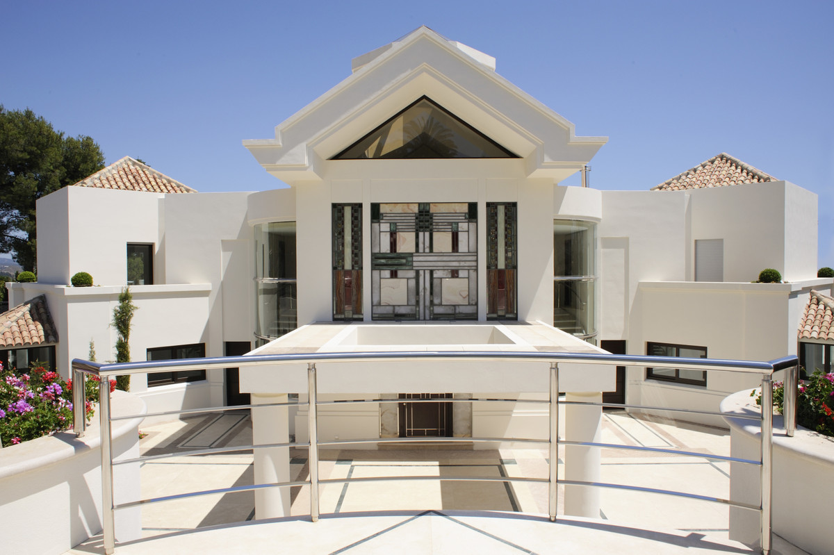 Detached Villa in Sierra Blanca R3386842