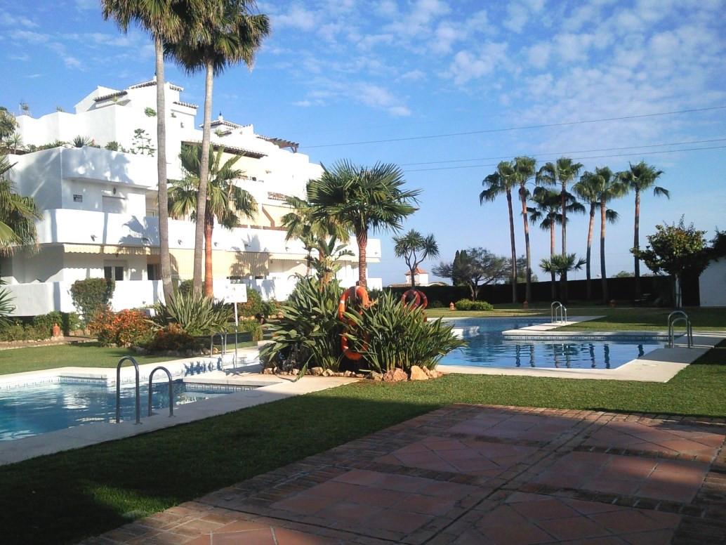 Spectacular corner duplex penthouse located in the prestigious area of ??the Golden Mile. The proper,Spain