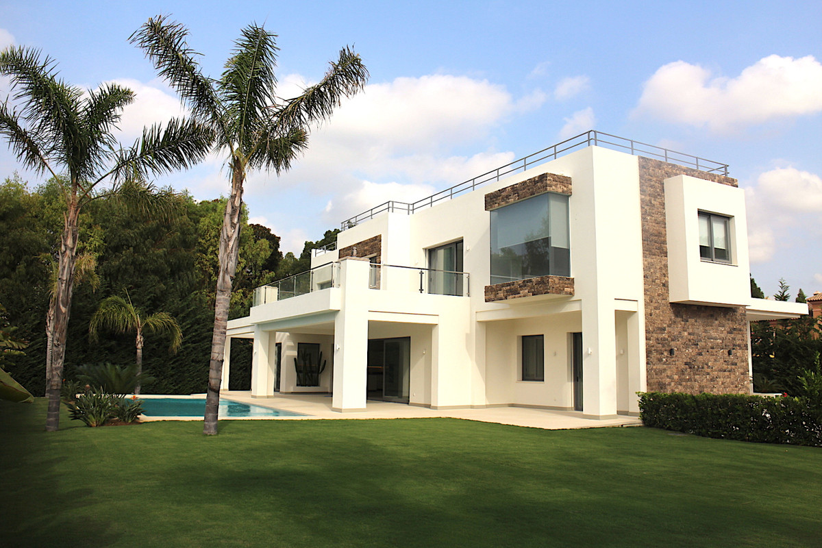 Fristående villa till salu i Guadalmina Baja