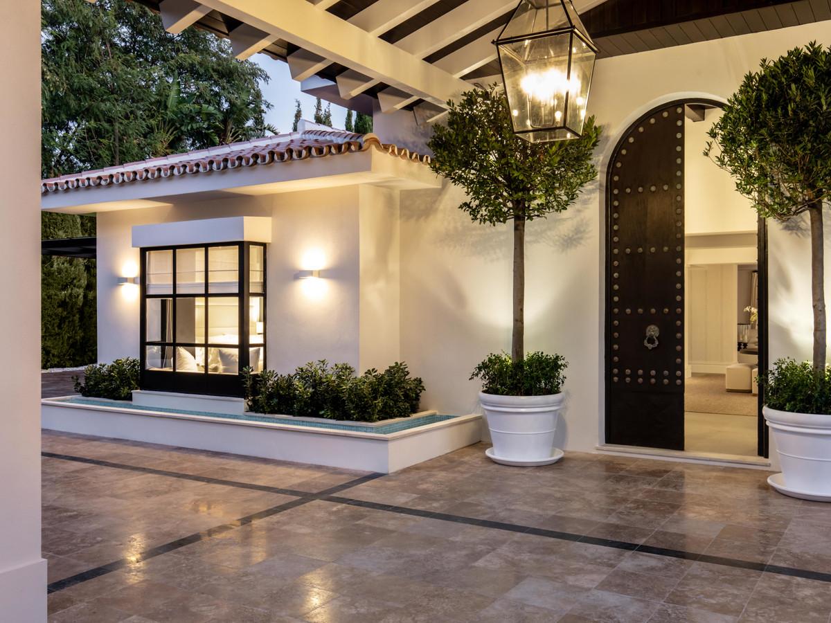 6 Bedroom Villa For Sale, Nueva Andalucía