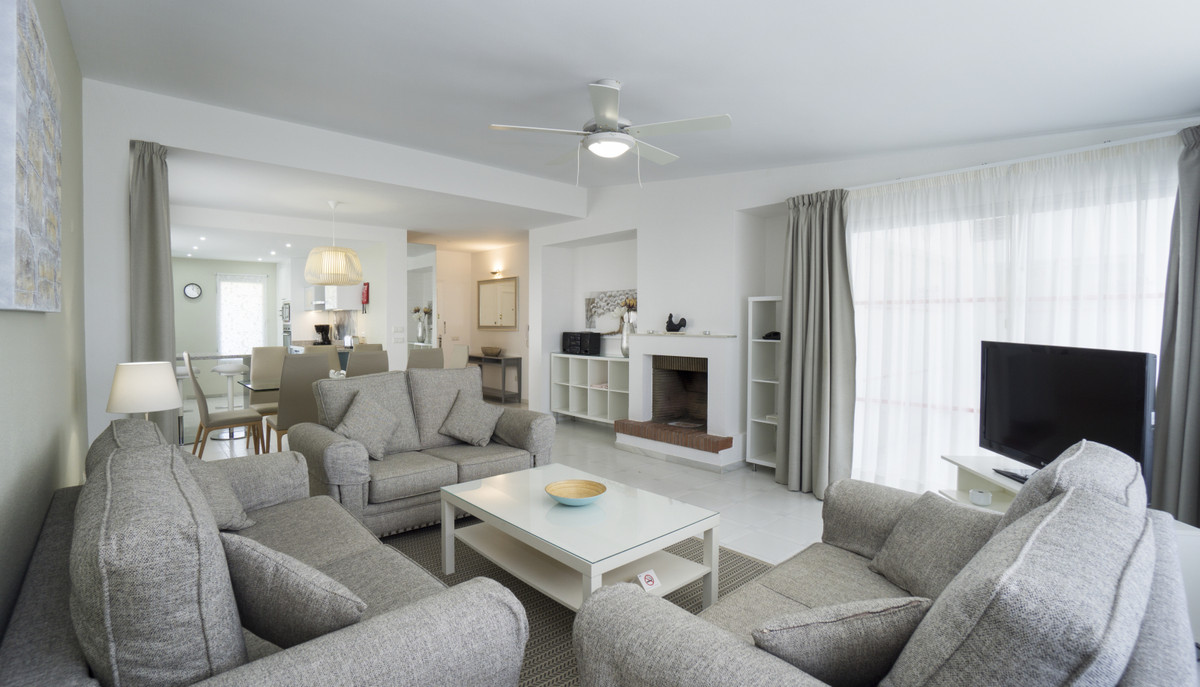 UNIQUE semi-detached house in a sought after community.  This gorgeous bungalow is all on one level,,Spain