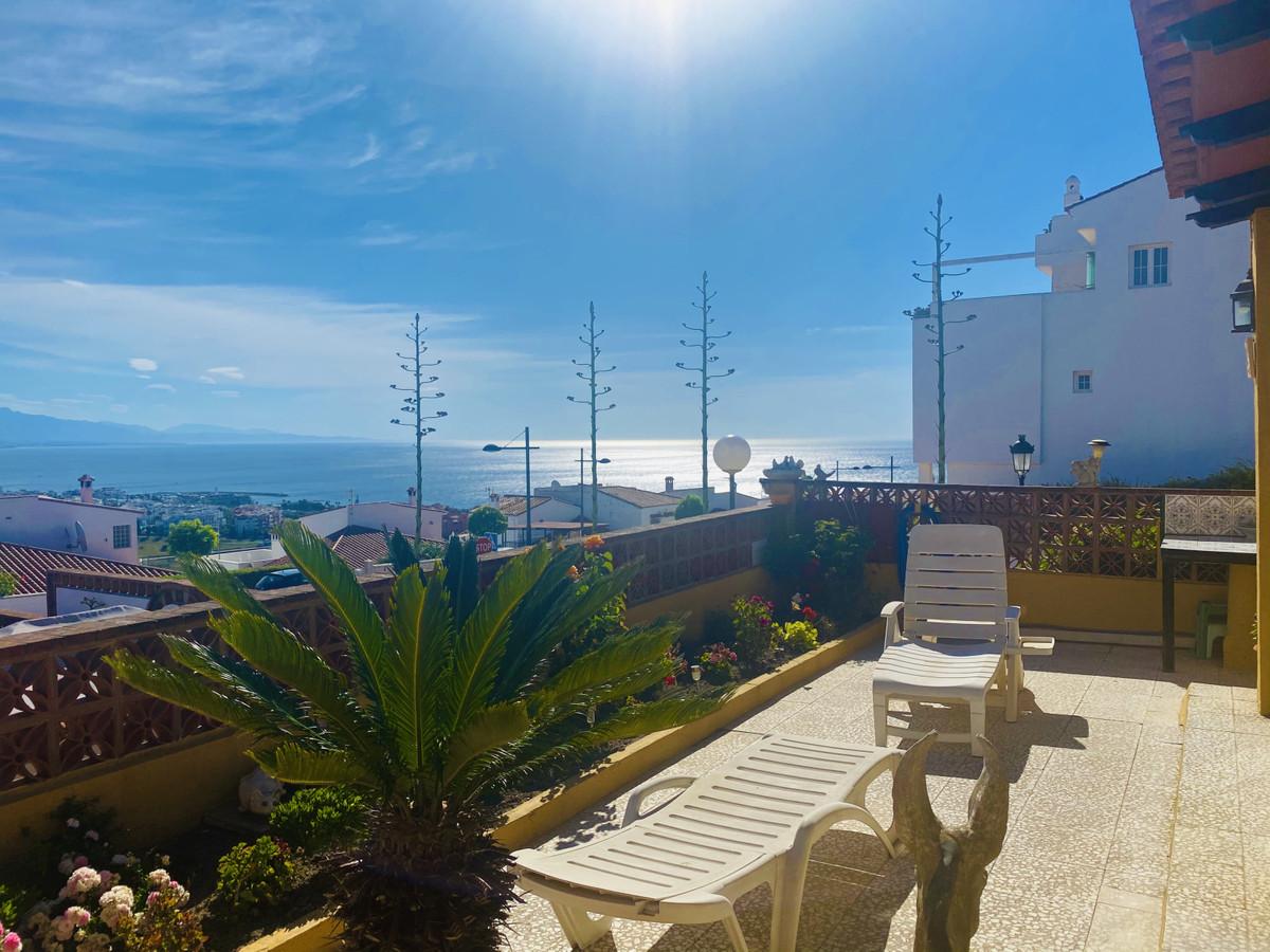 Located in the urbanization of Princesa Kristina, just a 5 minute drive to Marina La Duquesa and 20 ,Spain