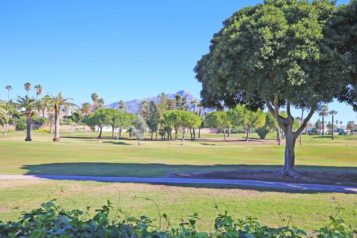 Villa, Semi Detached  for sale    in Nueva Andalucía