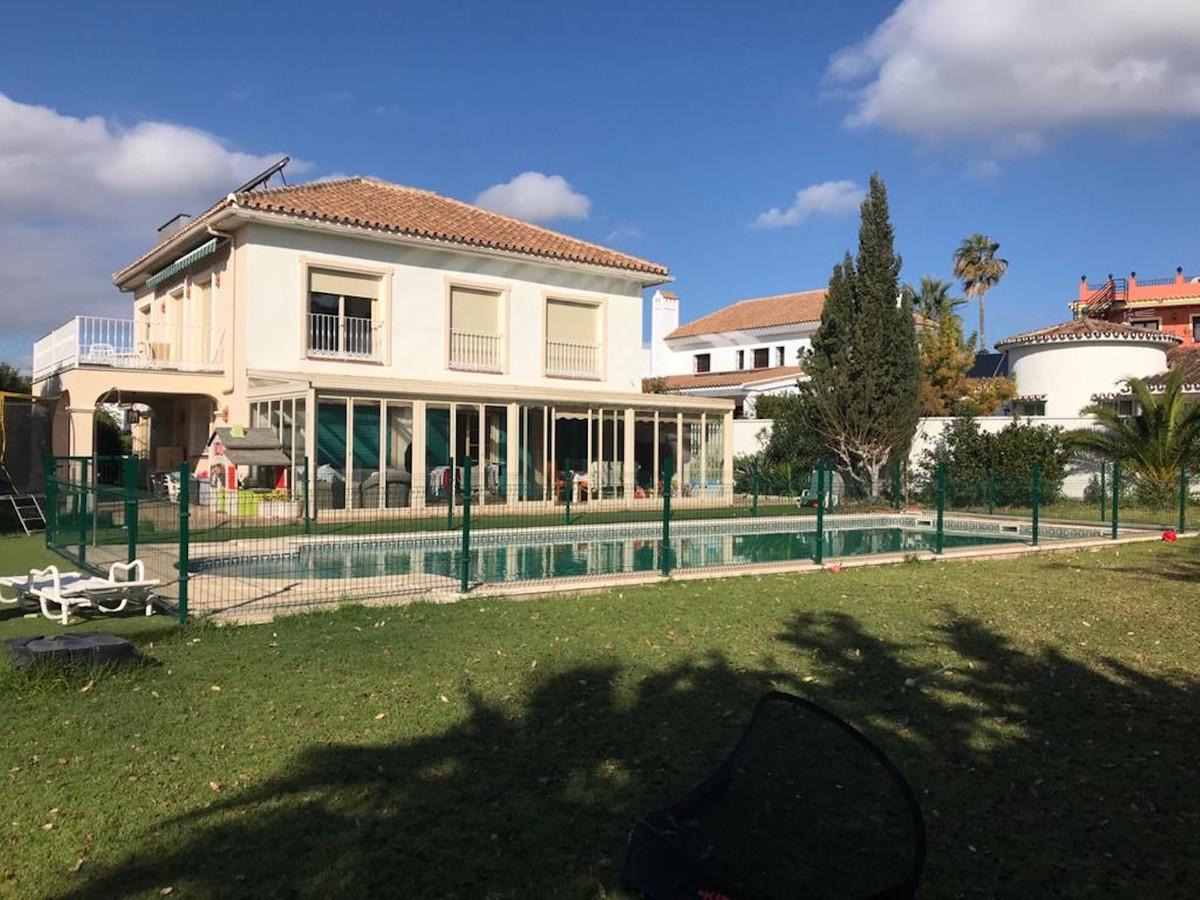 Villa con 7 Dormitorios en Venta San Pedro de Alcántara