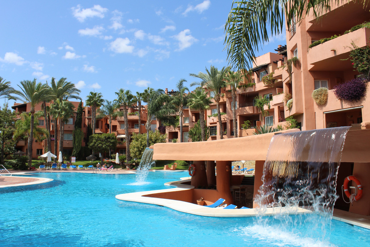 Beautiful ground floor apartment with 2 bedrooms, 2 bathrooms within 5 mins walking distance to the ,Spain