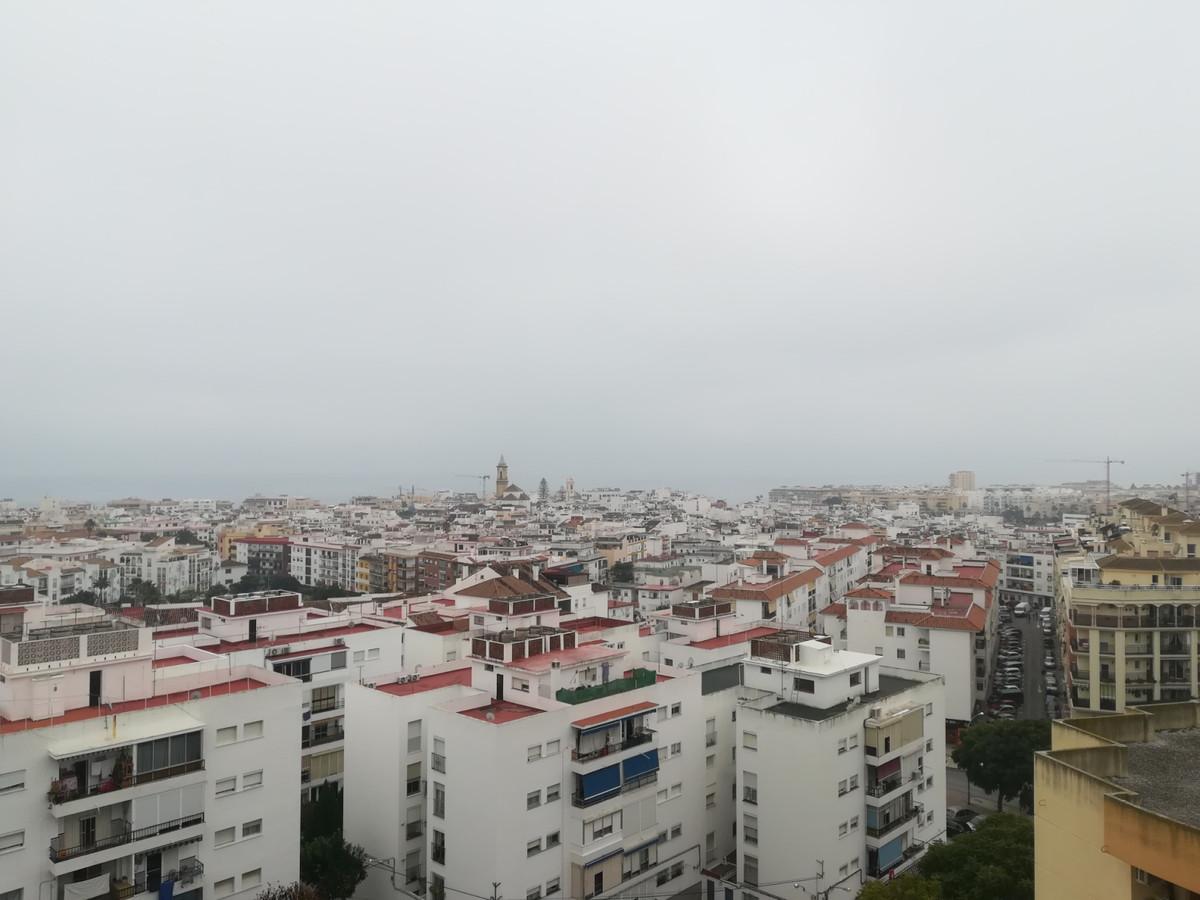 Top Floor Apartment, Estepona, Costa del Sol. 3 Bedrooms, 1 Bathroom, Built 75 m², Terrace 10 m².  S,Spain
