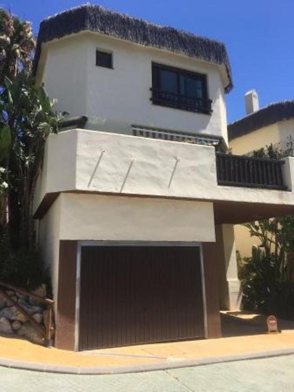 3 Dormitorio Independiente Villa En Venta Riviera del Sol