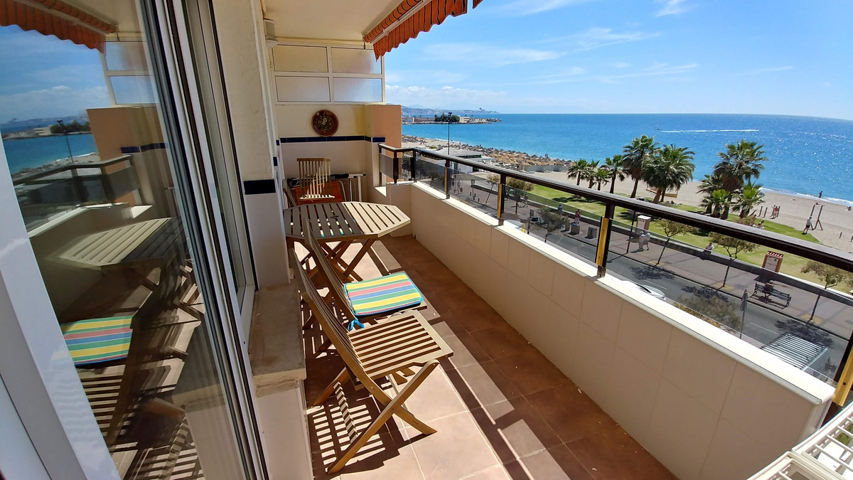 Fantastic opportunity for investment. There are two apartments, Belong to the same registry property,Spain