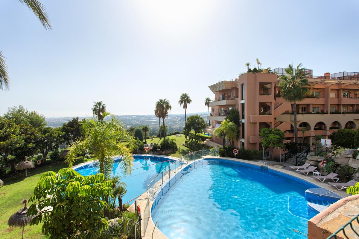 Top Floor Apartment Nueva Andalucía