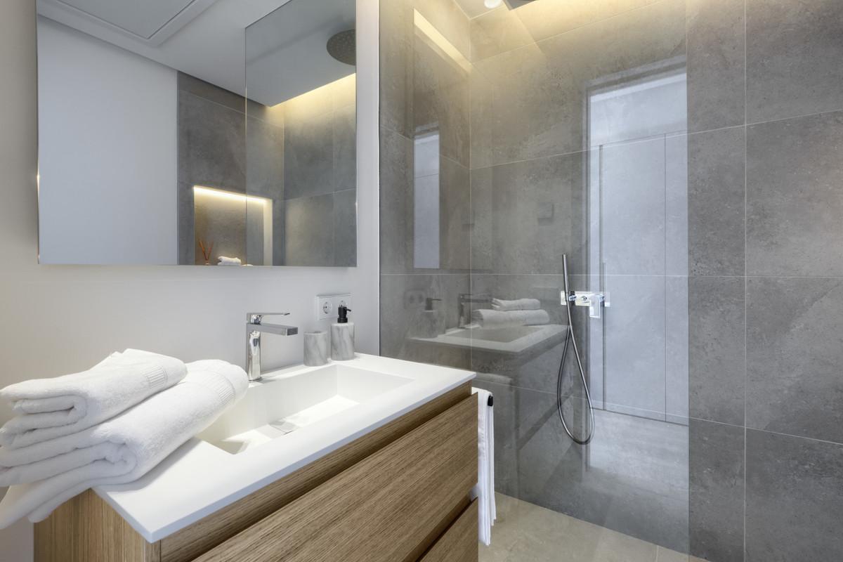 5 Bedroom Villa For Sale, El Paraiso