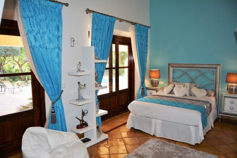 Villa con 4 Dormitorios en Venta El Paraiso