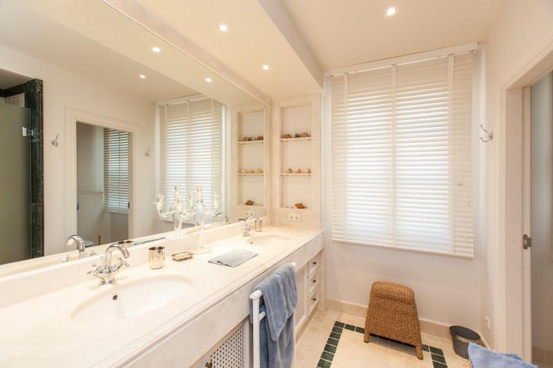 6 Bedroom Villa for sale Nagüeles