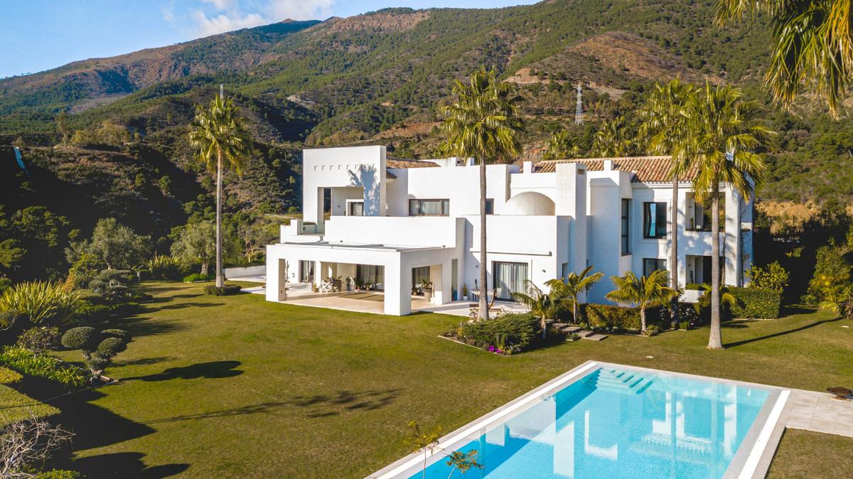 6 Bedrooms Villa For Sale - La Zagaleta