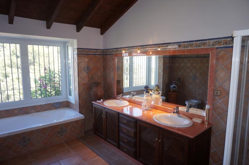Villa con 7 Dormitorios en Venta Monda