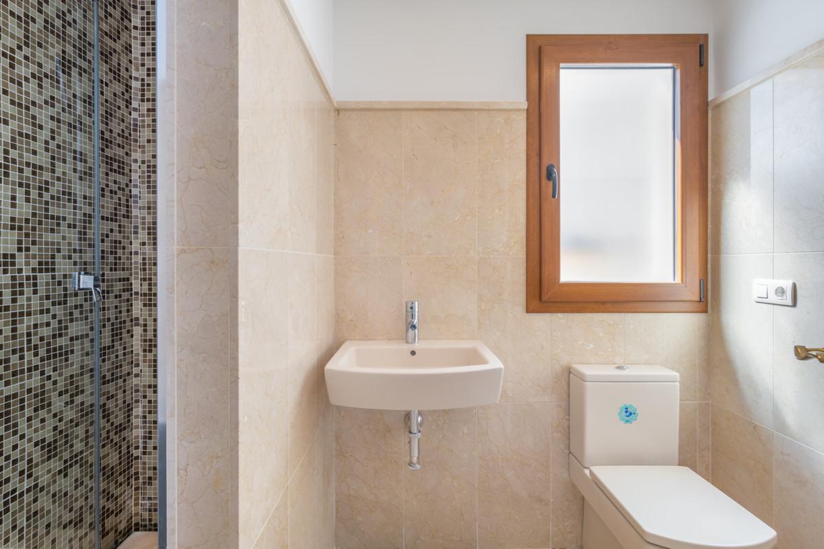 3 Bedroom Middle Floor Apartment For Sale Benahavís