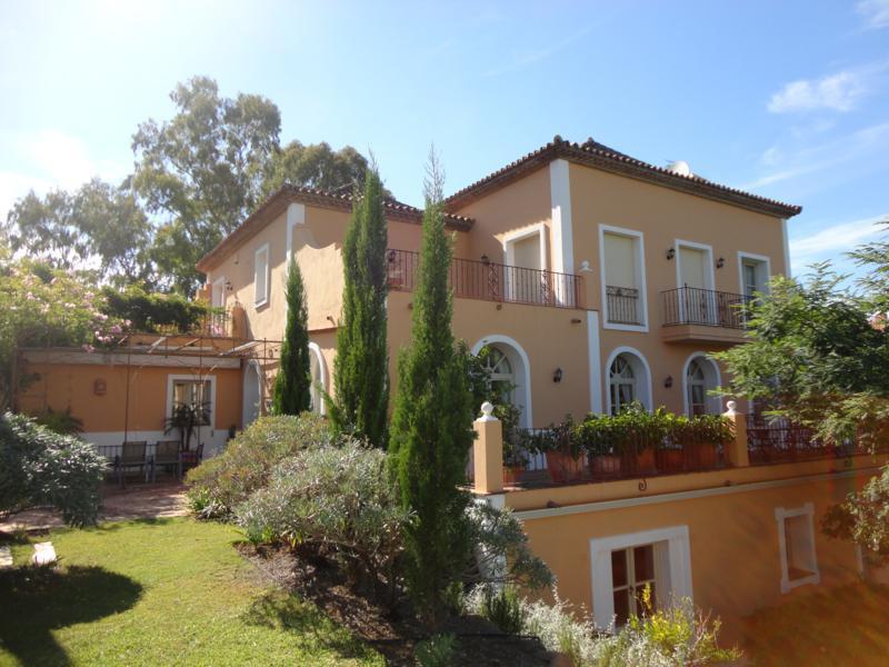 Detached Villa · Los Almendros