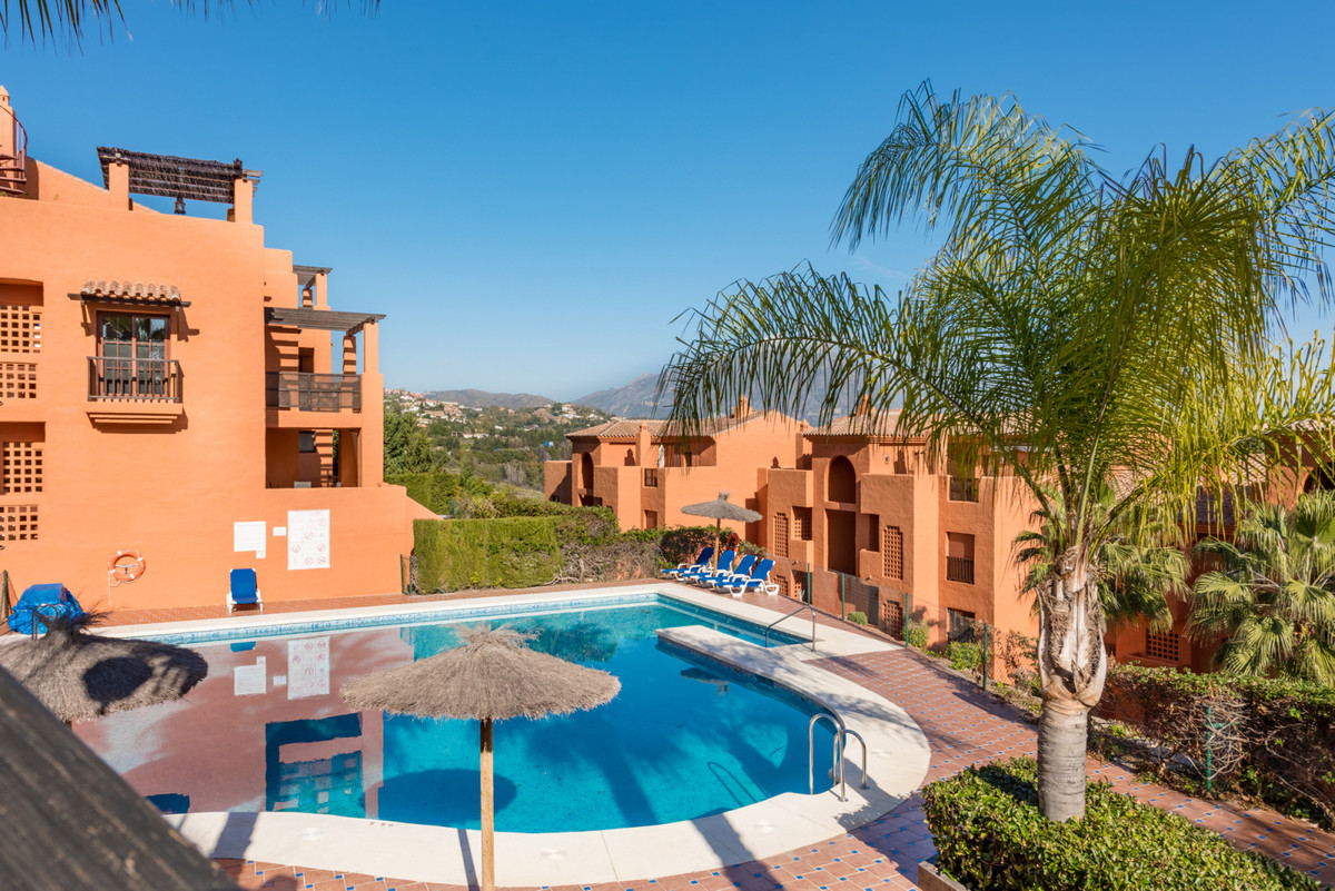 Immaculate first floor apartment located in Gazules del Sol, a luxury gated development with 24 hour,Spain