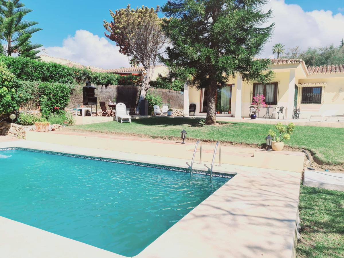 Detached Villa, Calahonda, Costa del Sol. 4 Bedrooms, 4 Bathrooms, Built 332 m², Terrace 20 m², Gard,Spain