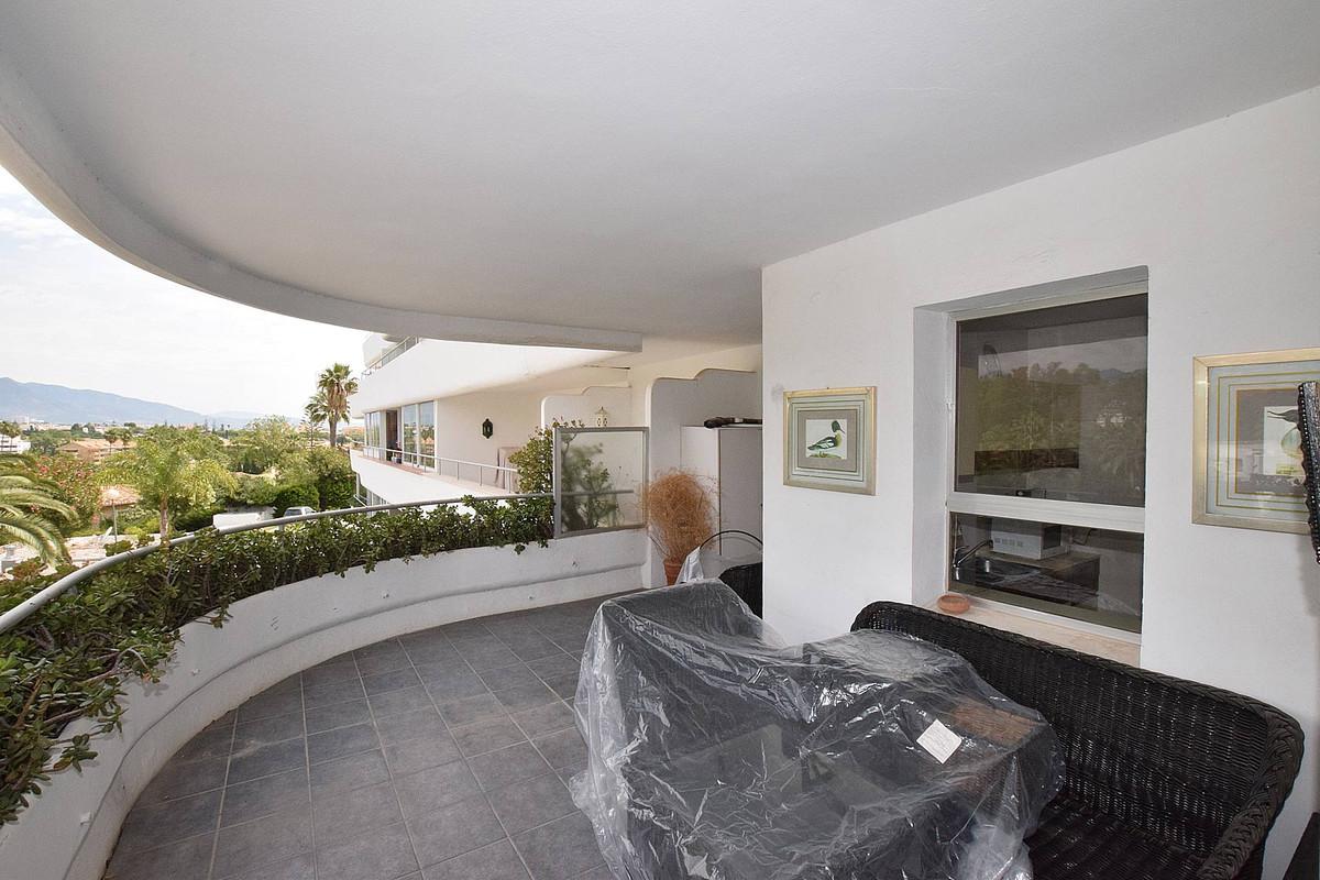 Apartamento con 2 Dormitorios en Venta Guadalmina Alta