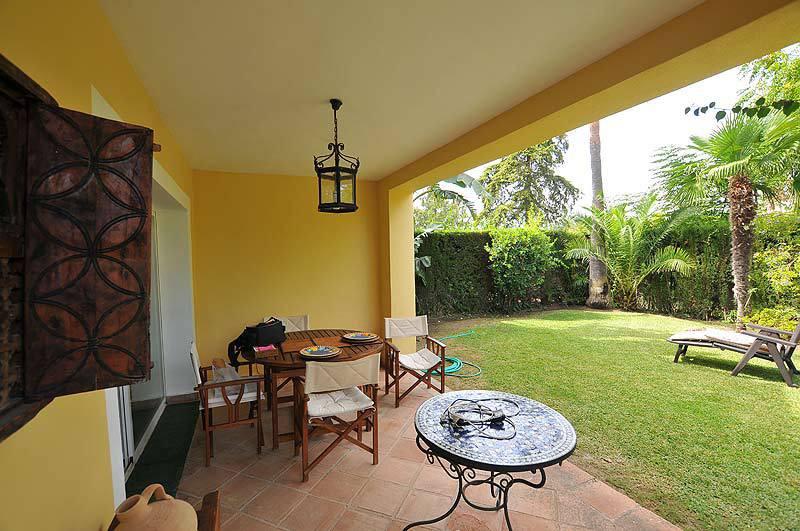 Magnificent apartment located in a quiet urbanization in Guadalmina privileged environment, surround,Spain