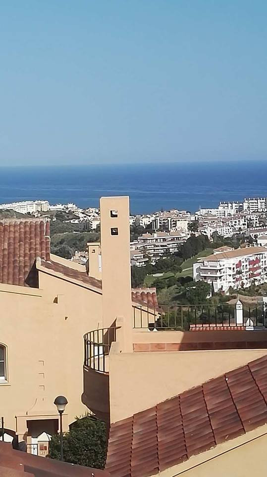 NO OFFERS. BARGAIN. 3 bedroom, 2.5 bathroom, semi-detached house with private garden and parking, se,Spain