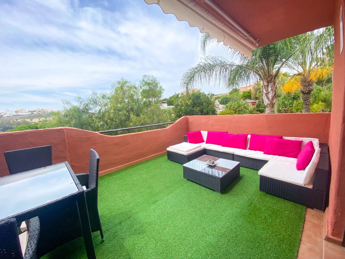 2 Bedroom Middle Floor Apartment For Sale Casares, Costa del Sol - HP3864928