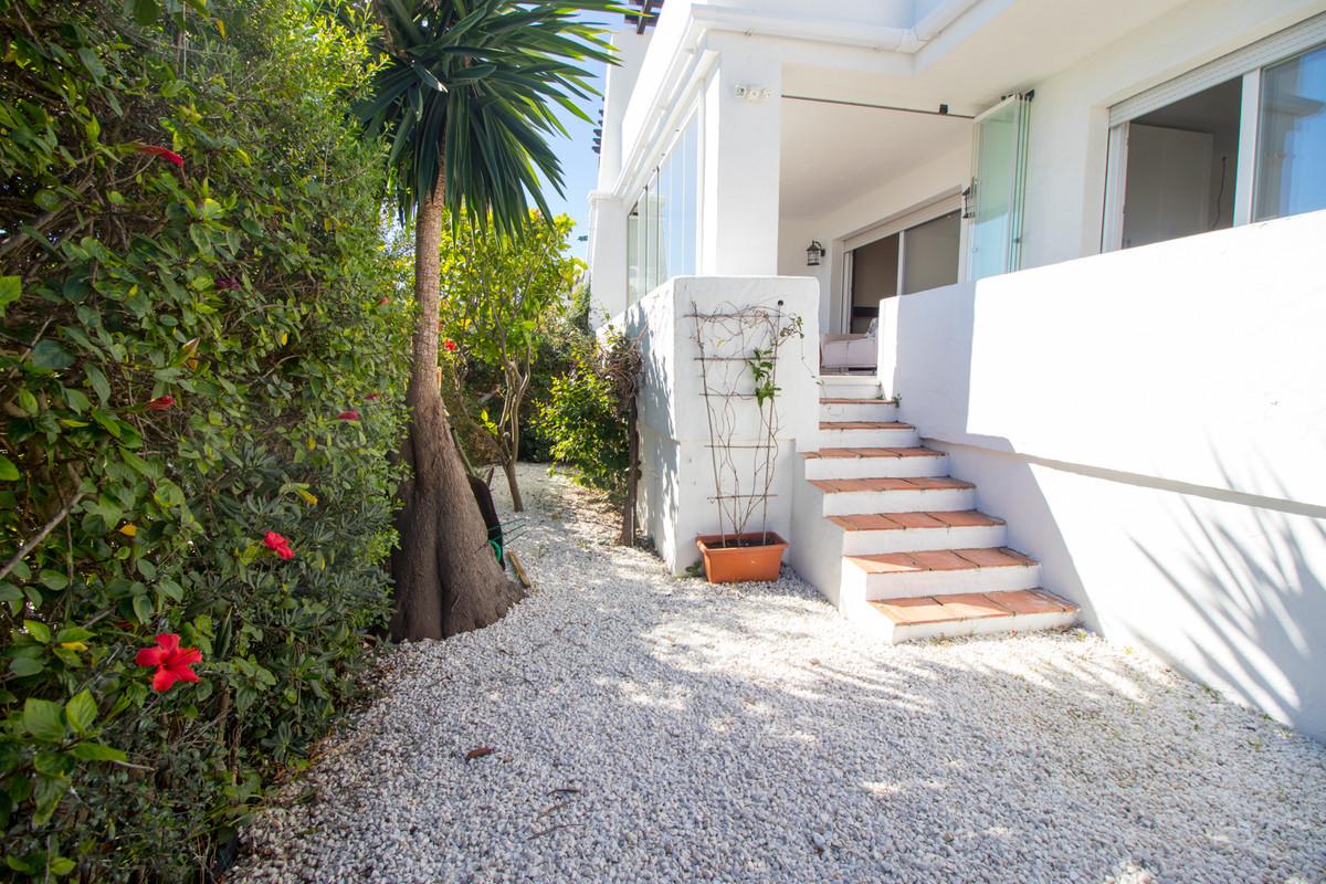 Ground Floor Apartment for sale in La Duquesa R3615572