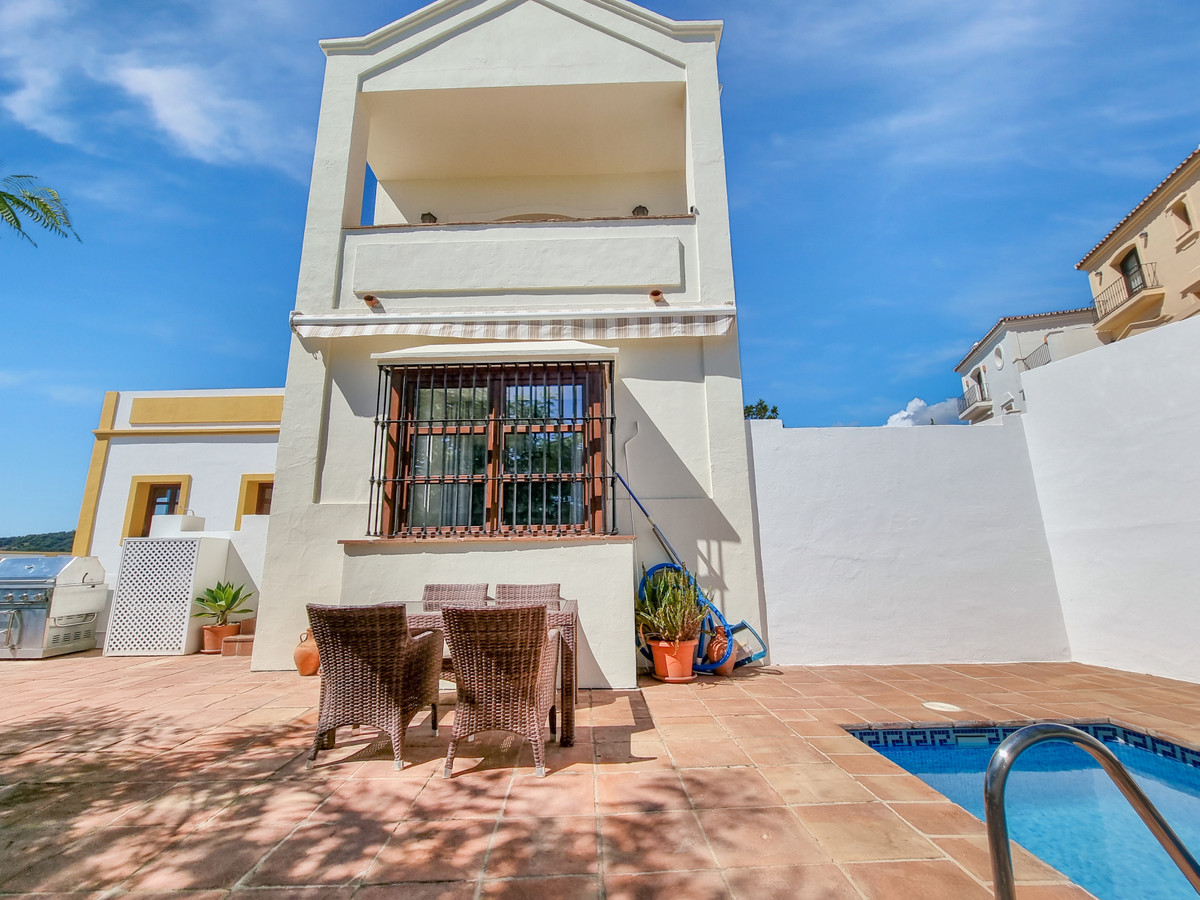 Panoramic sea & mountain Views: Spacious, south oriented, semi-detached house in the famous luxu,Spain