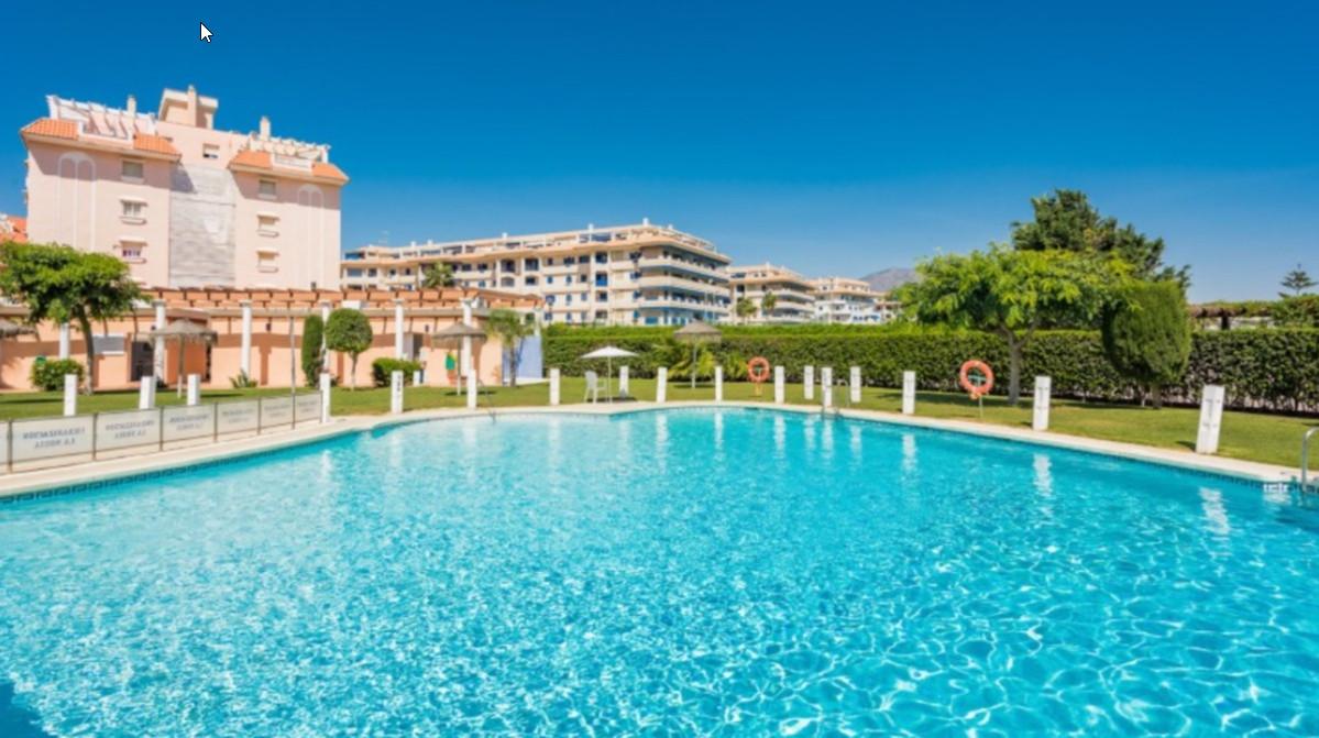 Live your Spanish Dream in this cosy 2-bedroom apartment in the beachfront urbanisation La Noria Ros,Spain
