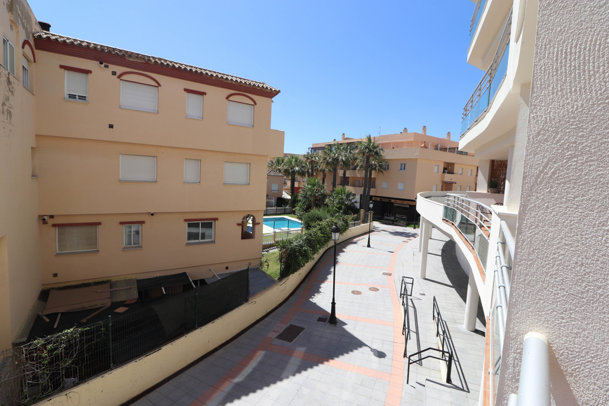 Apartamento, Planta Media  en venta    en San Luis de Sabinillas