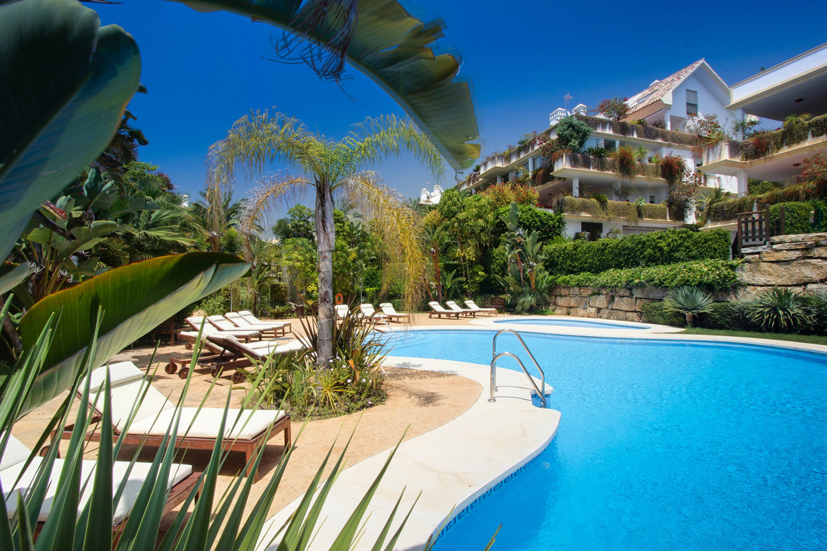 Lomas del Rey is located within the exclusive Golden Mile, only a short drive to Puente Romano and M,Spain