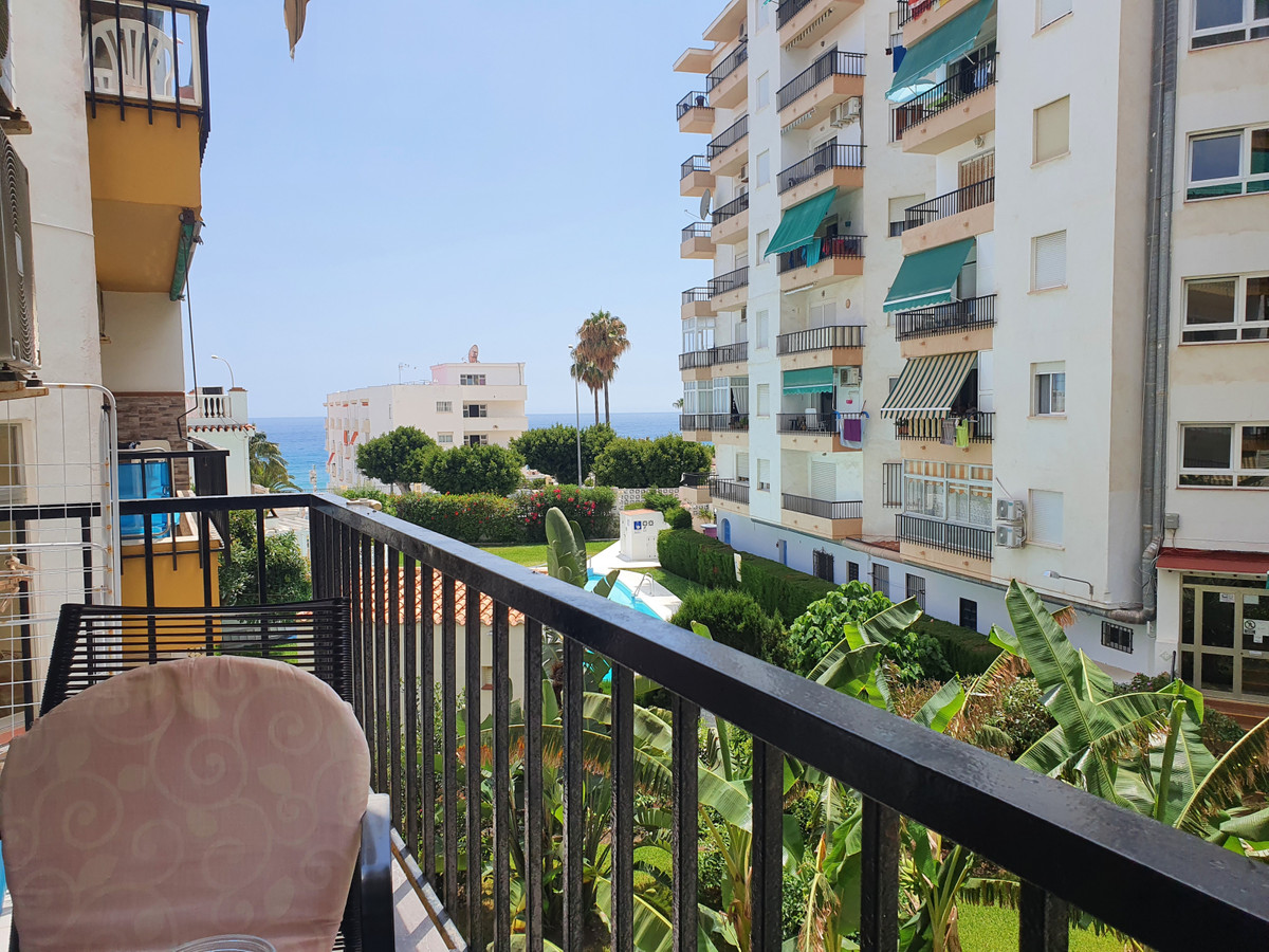 A tastefully refurbished, modern 1 bedroom apartment on the 1st floor, west facing with terrace, ben,Spain