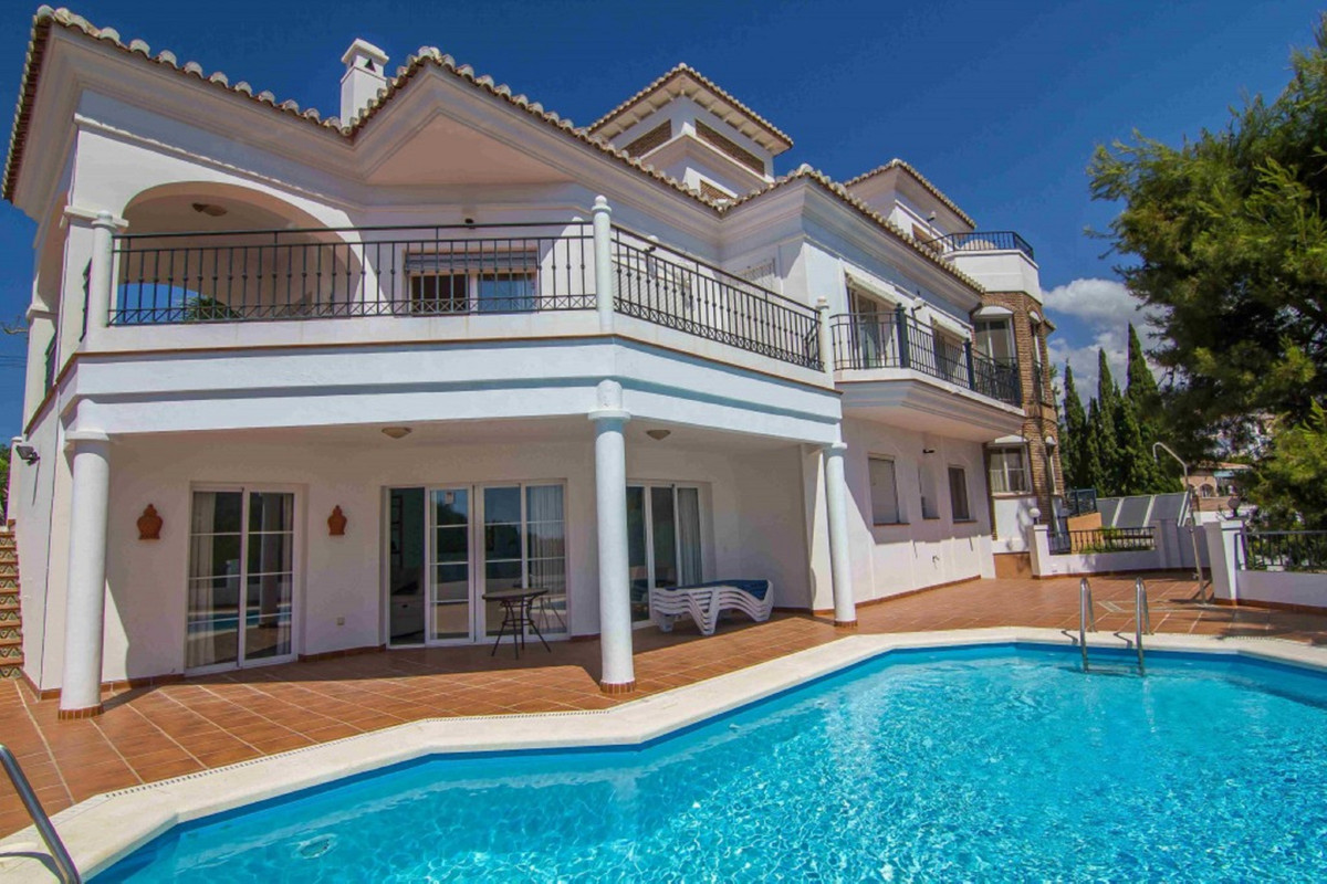 An impressive 5 bedroom, 5 bathroom villa with outstanding sea & mountain views in Cortijo San R,Spain