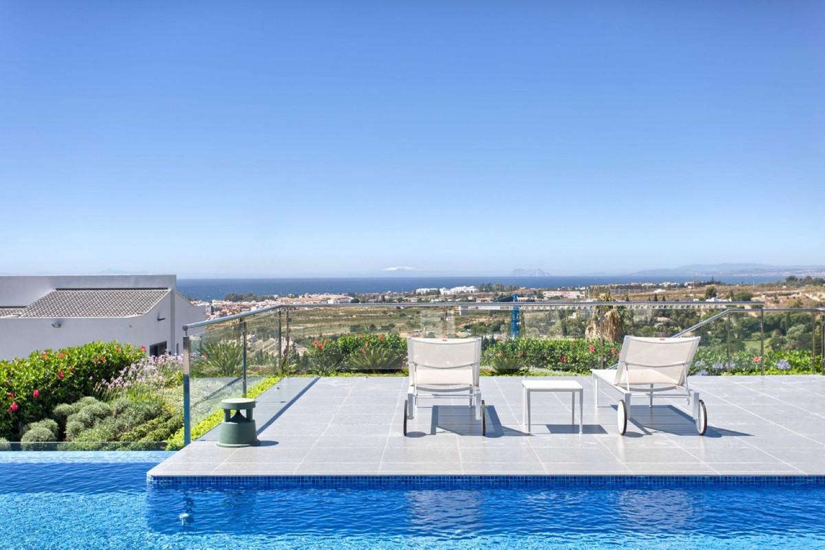 Villa Independiente en venta en Los Flamingos, Costa del Sol