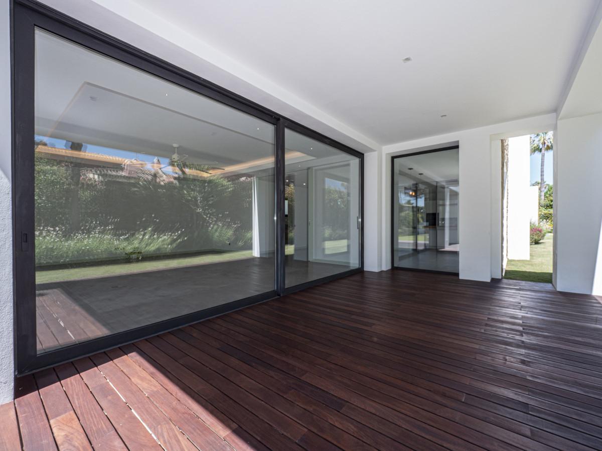 Villa Independiente en venta en Guadalmina Baja, Costa del Sol