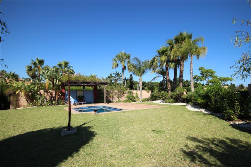Villa Detached for sale in San Pedro de Alcántara, Costa del Sol