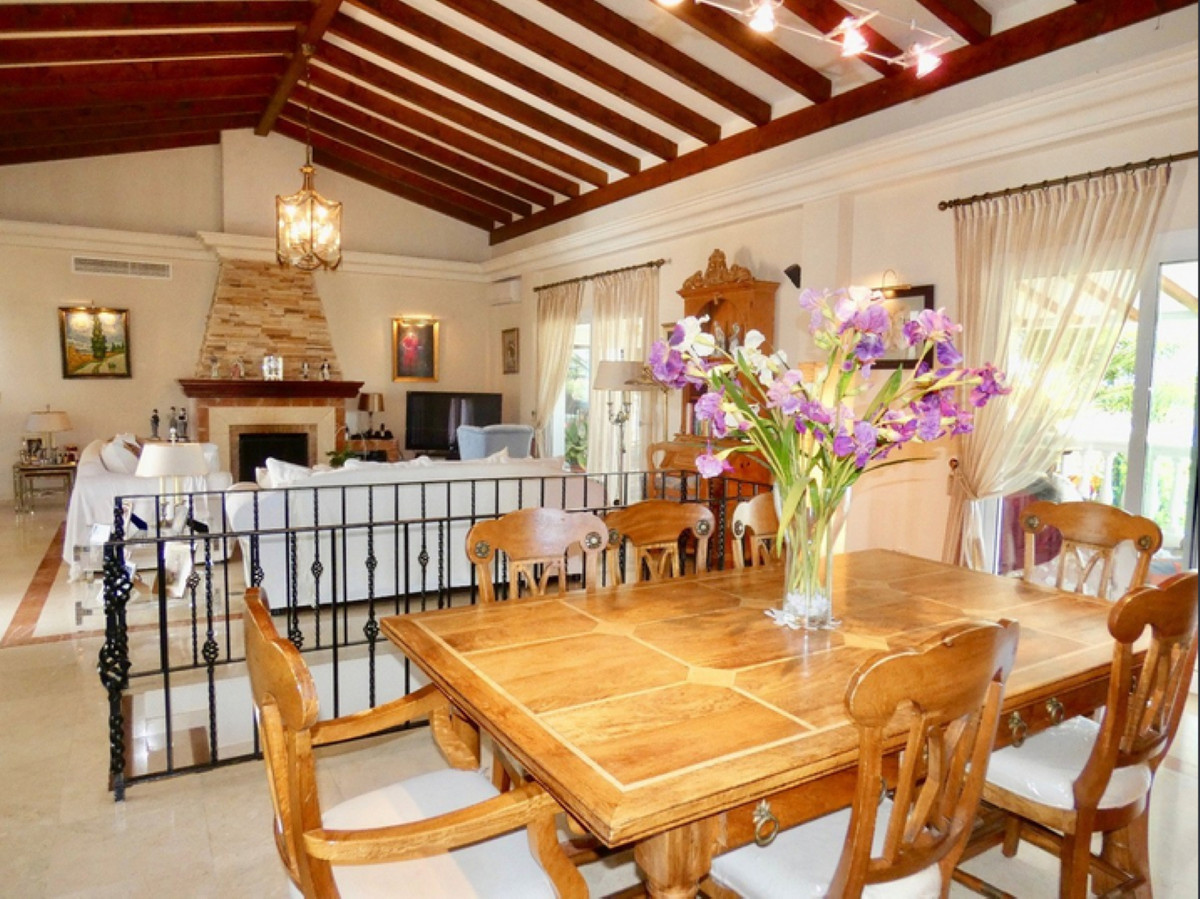 Villa Detached for sale in El Paraiso, Costa del Sol